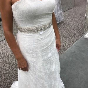Selling my mom's wedding dress, it is GORGEOUS